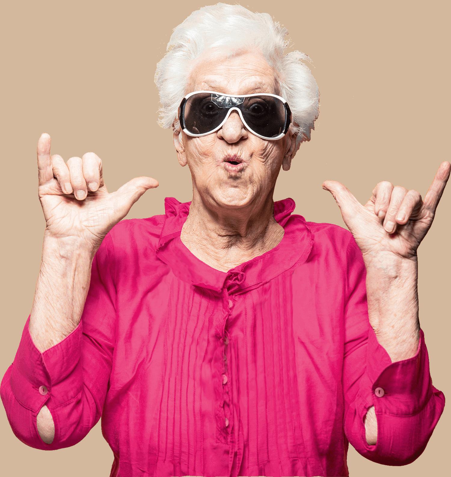 Funky Oma met roze blouse